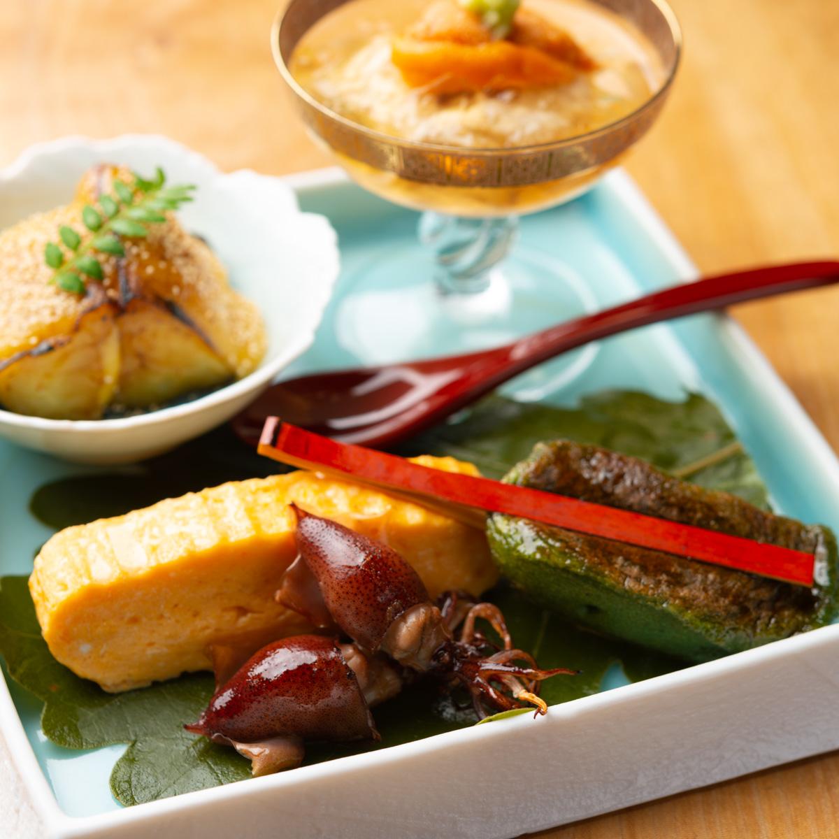 八寸|富山湾内蛍いかの醤油焼き、丸茄子の田楽、雲丹と生湯葉、蓬麩の照り焼き、出し巻き玉子
