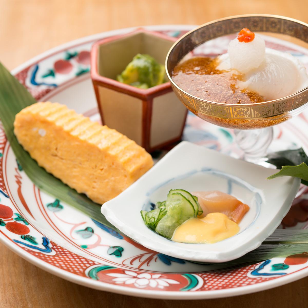 八寸 河豚のたたき 鉄皮和え、赤貝の黄身酢、甘海老と竹の子の木の芽味噌和え、出汁巻き玉子