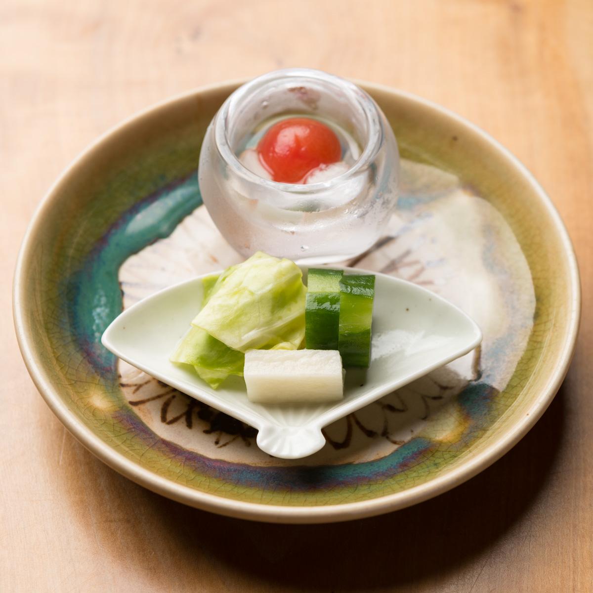 香の物 きゅうりのぬか漬け、春キャベツの浅漬け、ミニトマトと新玉ねぎの甘酢漬け、長芋の山葵漬け
