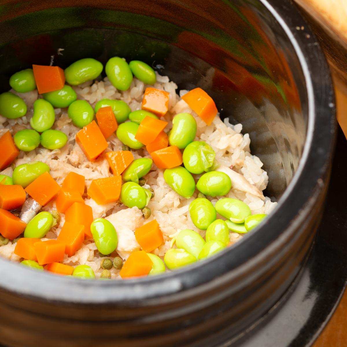 御飯物 鯛と枝豆・実山椒の炊き込みご飯、みょうがとわかめの赤出汁