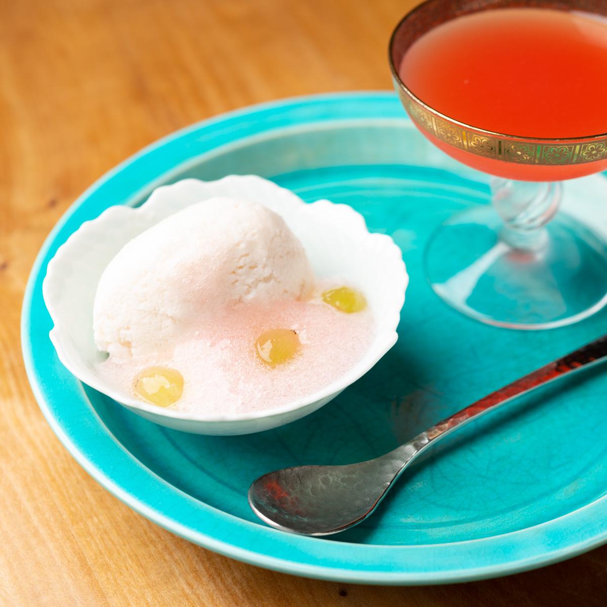 甘味 桃のアイスクリームとすいかのジュース