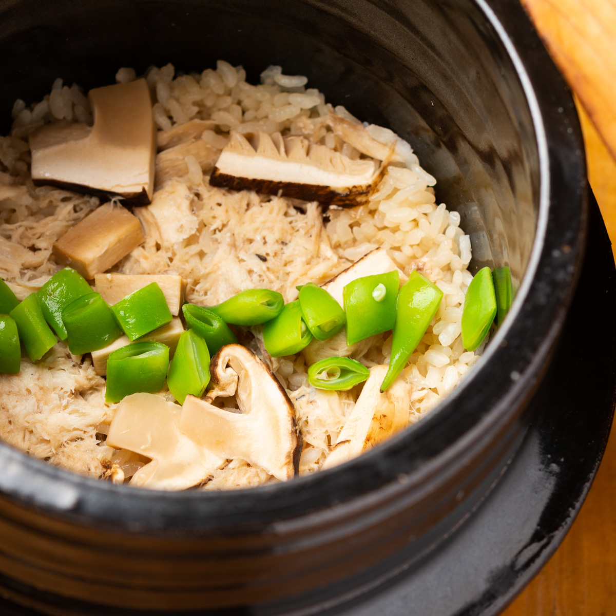 御飯物|鯛と松茸の炊き込み御飯、小芋と三葉の赤出汁